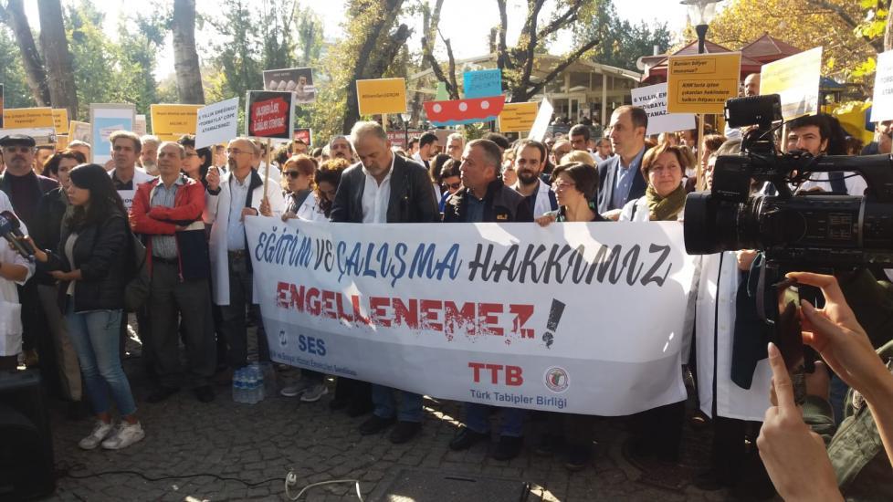 TMMOB TTB'YE DESTEK VERDİ: EĞİTİM VE ÇALIŞMA HAKKIMIZ ENGELLENEMEZ!